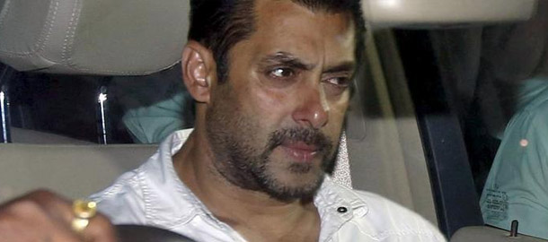 Salman Khan Reaction On Poor People Picking Garbage !
